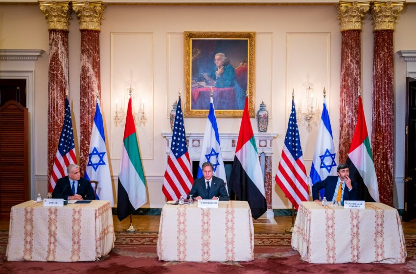 Abdullah bin Zayed meets FMs of US, Israel; announces two new working groups on religious coexistence, water, energy issues